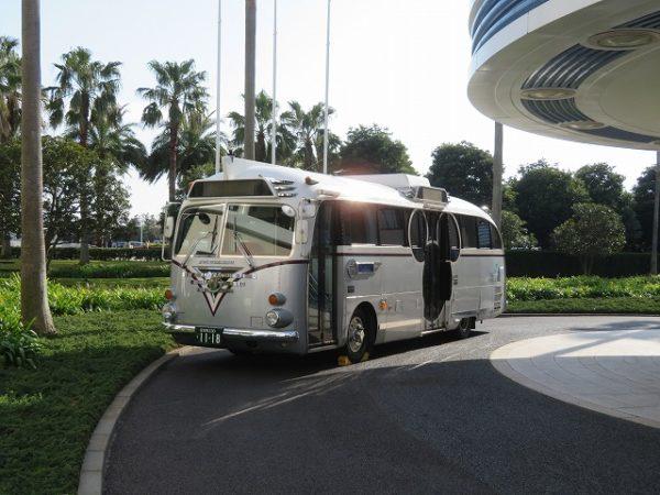 アンバサダーホテルに止まっているディズニーリゾートクルーザー