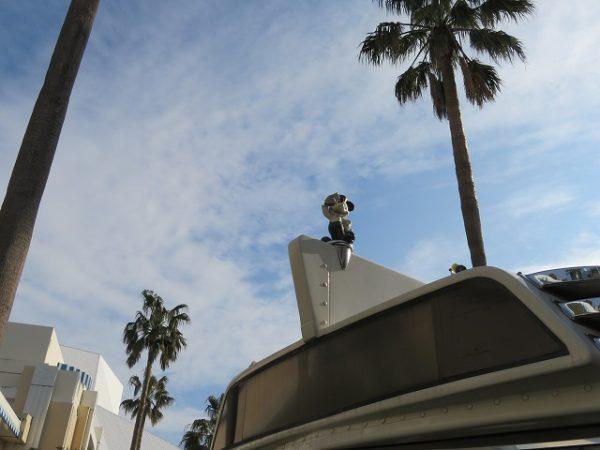 ディズニーリゾートクルーザーの先頭にはミッキーが乗っています