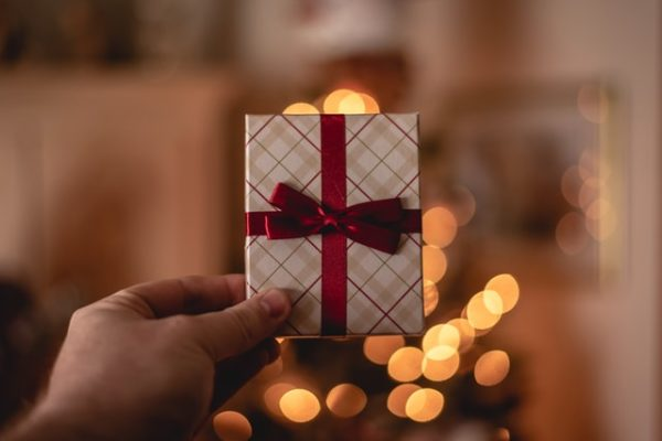 スターネーミングギフトはプレゼントの渡し方が重要です