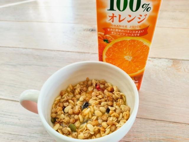 フルグラにオレンジジュース