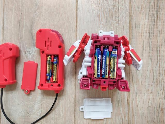 ブットバスターは単4電池が1体で5本必要です